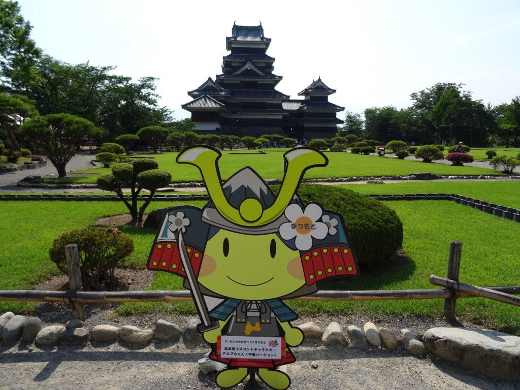 Burg Matsomoto... zumindest im Hintergrund