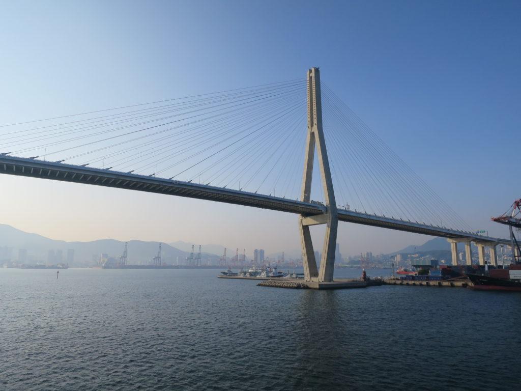 Einfahrt in den Hafen von Busan